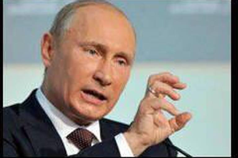 Célébration et contestation pour les 60 ans de Vladimir Poutine