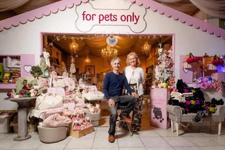 Vêtements, bijoux, parfums… Dans ce magasin, rien n'est trop beau pour les chiens