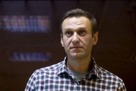"""Empoisonnement de Navalny: Londres sanctionne sept Russes, Merkel demande sa """"libération"""" à Poutine"""