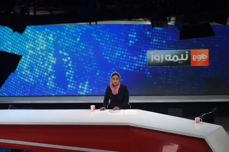 """En Afghanistan, la chaîne Tolo News est toujours active malgré les craintes et les menaces: """"Nous avons peur"""""""