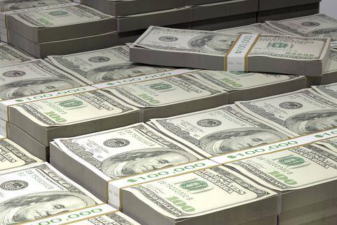 Environ 12,3 millions de dollars en liquide et des lingots d'or ont été retrouvés chez d'ex-dignitaires afghans. (Illu.)