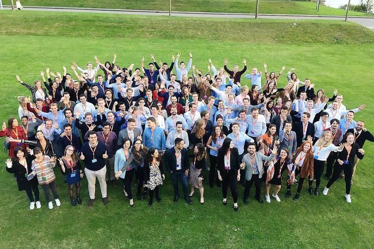 Près de cent jeunes (ci-dessus, la promo 2019) participent au programme pour jeunes recrues d'ING dans le monde.
