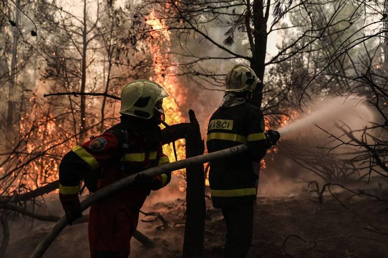 """Le Premier ministre grec explique l'ampleur des incendies par le réchauffement climatique: """"Il est nécessaire de changer notre façon de penser"""""""