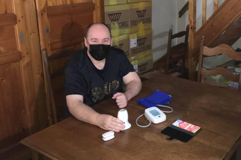 """Eric, 56 ans, hospitalisé pour Covid, mais à domicile : """"Ça fait du bien d'être chez soi et de laisser la place à d'autres davantage malades encore"""""""
