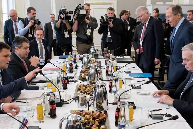 """La Russie prône un nouvel ordre mondial """"post-occidental""""... devant le vice-président américain"""