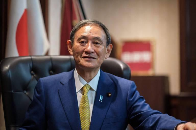 Qui est Yoshihide Suga, le futur Premier ministre japonais, véritable bourreau de travail ?