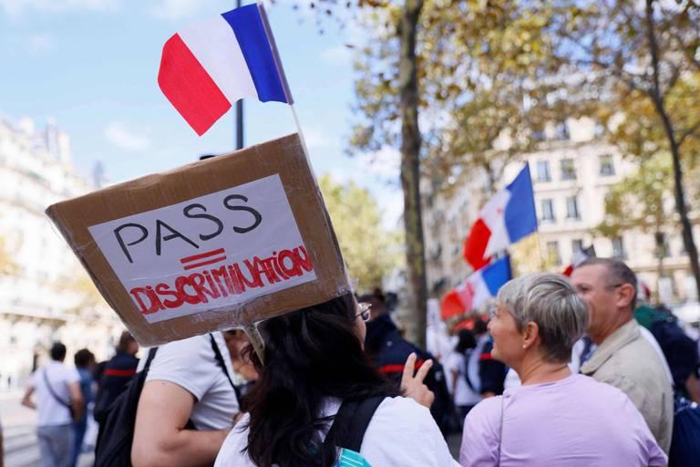 France: 104 interpellations à Paris lors de la manifestation contre le pass sanitaire