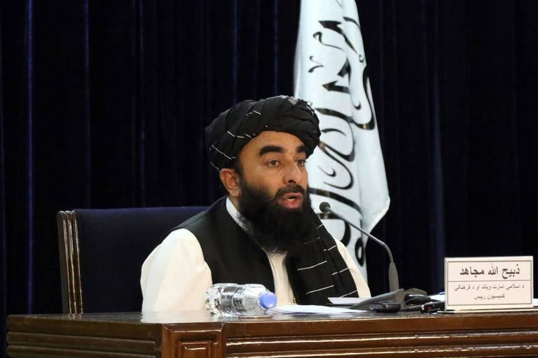 """Les talibans ne nomment aucune femme ministre mais... promettent que les filles retourneront à l'école """"aussi vite que possible"""""""
