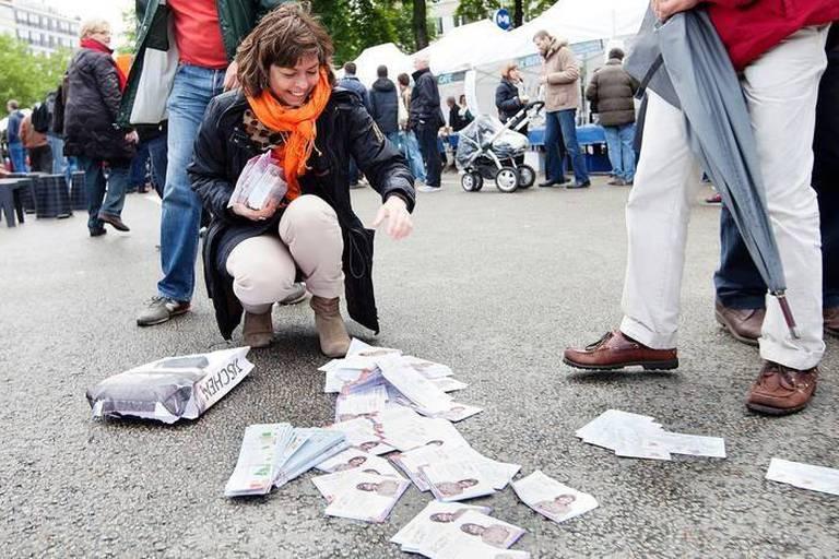 Joëlle Milquet , vice-Première ministre , ministre de l'Intérieur et de l'Egalité des Chances, en campagne pour les élections 2014 dans la cadre de la fête de l'Iris avenue de Tervueren