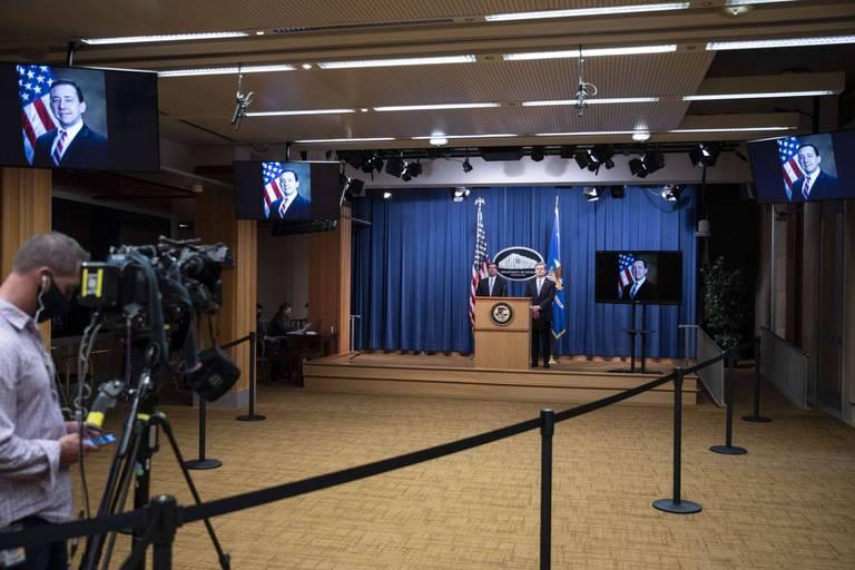 """Fox News interrompt à son tour l'intervention de la porte-parole de Donald Trump: """"Des affirmations explosives"""""""