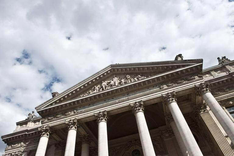 Les Bourses européennes terminent dans le vert, motivées par le soutien assuré des banques centrales