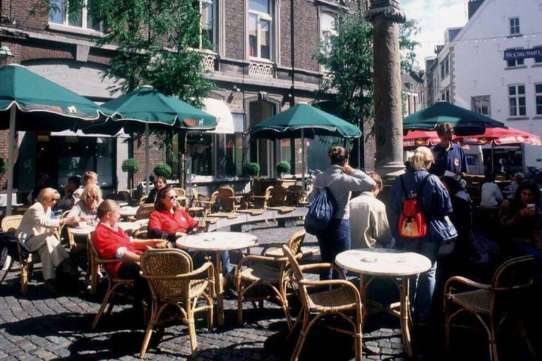 La police à la recherche d'un homme armé d'une hache circulant à Maastricht