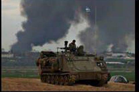 Les forces israéliennes dans les faubourgs de Gaza