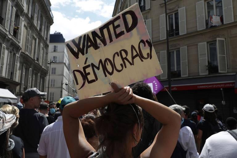 Bruxelles pourrait-elle suivre la France et élargir l'usage du pass sanitaire ?