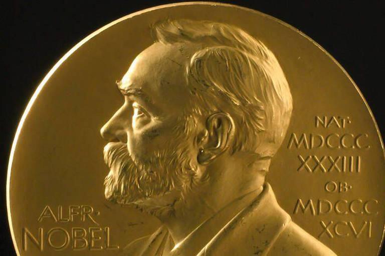Le prix Nobel de littérature est attribué à...