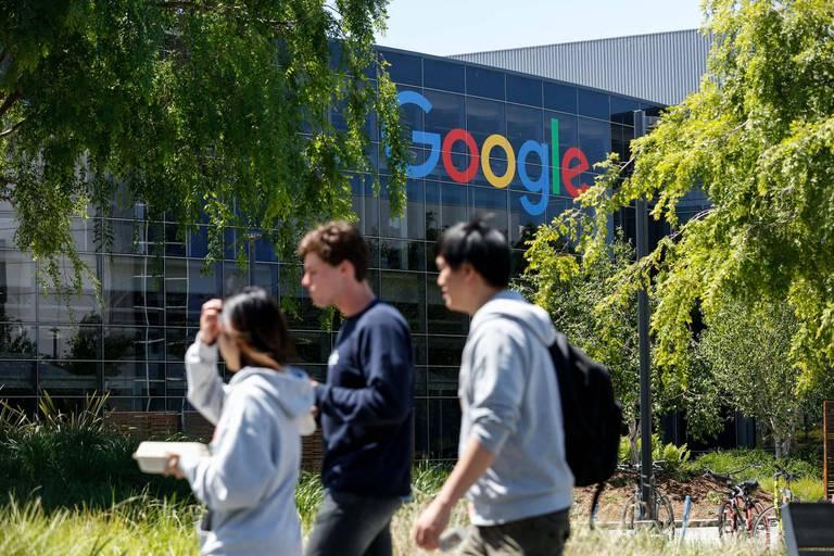 """Google """"fabrique de l'argent"""", Microsoft fait mieux que prévu grâce au cloud"""