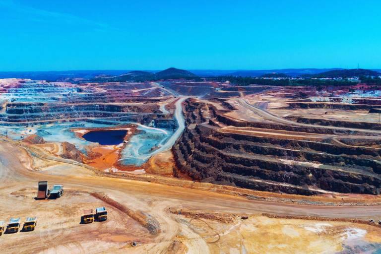 Le cuivre (ici miné en Espagne) est un élément clé dans la transition énergétique.