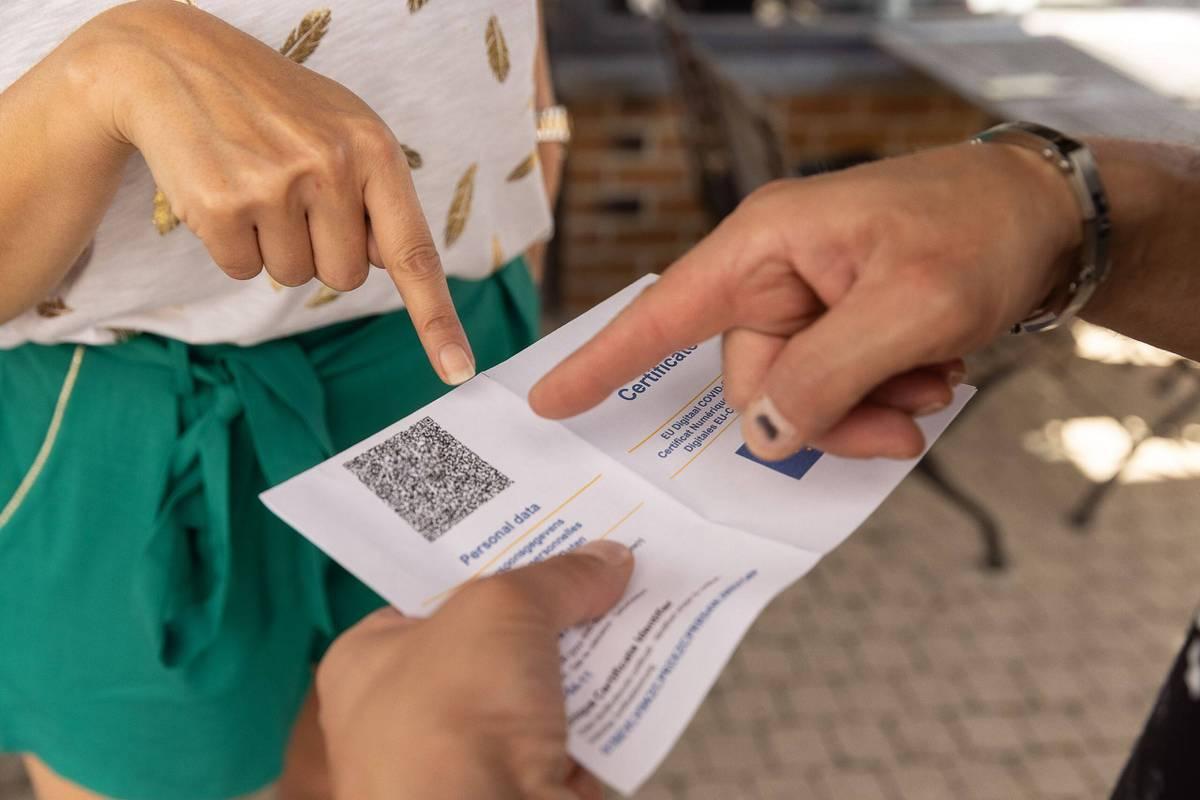 Le Covid Safe Ticket sera rouge pendant 11 jours après un test positif