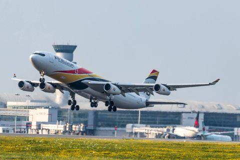 Le Conseil supérieur des finances propose, entre autres, la création d'une taxe de 10euros par billet d'avion pour les départs.