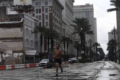 Etats-Unis : ils s'amusent à faire des pompes... en plein milieu de l'ouragan Ida