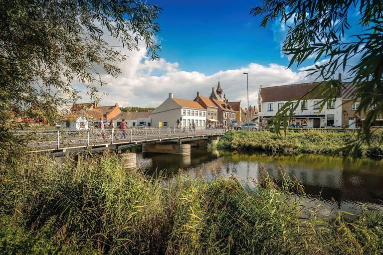 Le long du Zwin disparu, entre Damme et Bruges: un petit coin de terre et de mer qui va faire exister la Flandre sur la carte de l'Europe, et même du monde