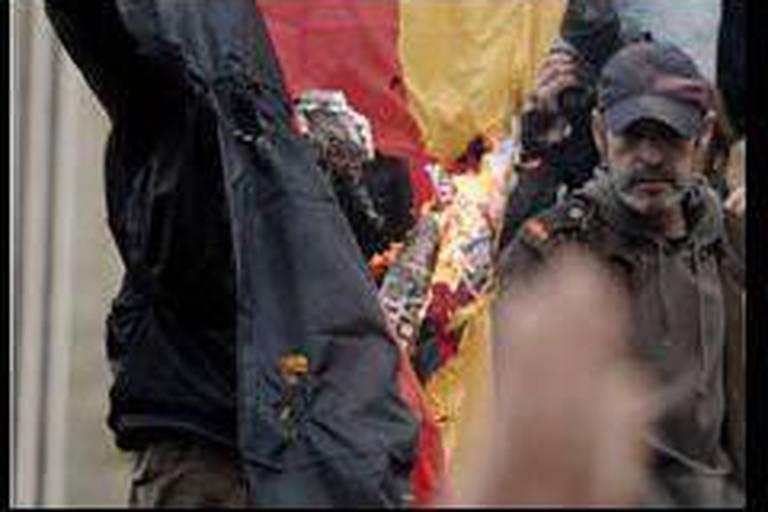 Grèce: un drapeau allemand brûlé devant le parlement