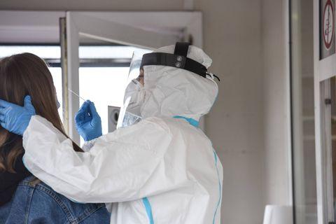 """Des virologues néerlandais mettent en garde : """"Le variant Delta se propage également via les personnes vaccinées """""""