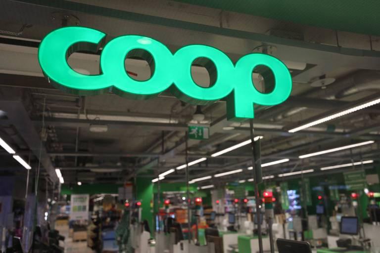 Les supermarchés Coop ont dû fermer leurs portes, les caisses étant paralysées à la suite de la cyberattaque.