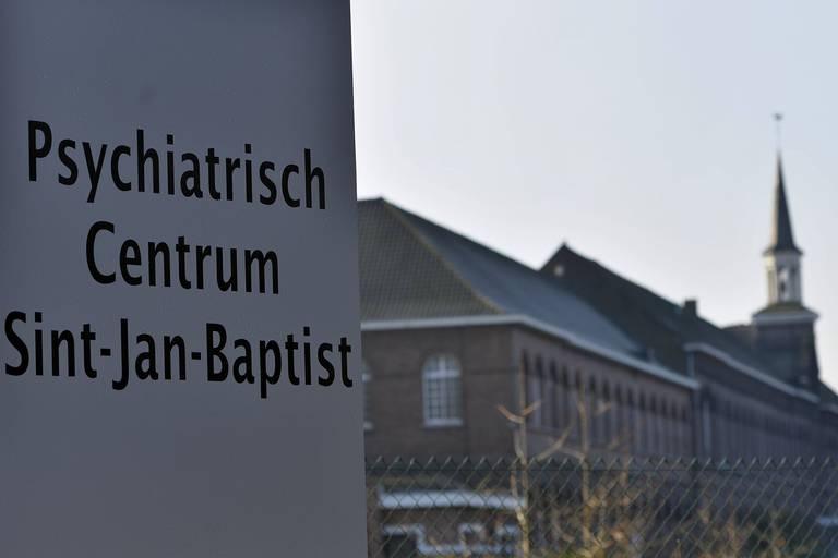 Geen commentaar: une internée attachée 13 semaines dans un centre à Zelzate