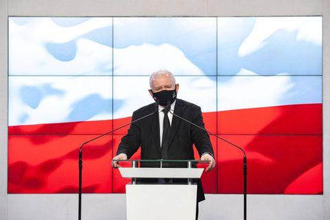 En perte de vitesse, le pouvoir conservateur en Pologne rejoue la carte anti-migration