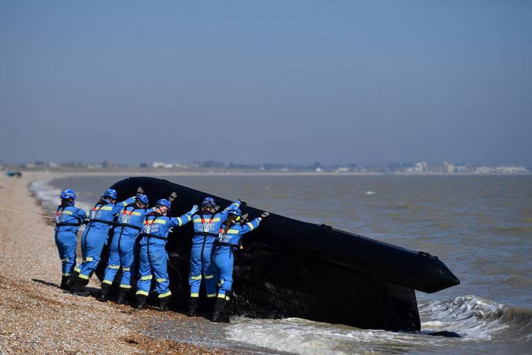 Londres et Paris s'écharpent sur les migrants de la Manche