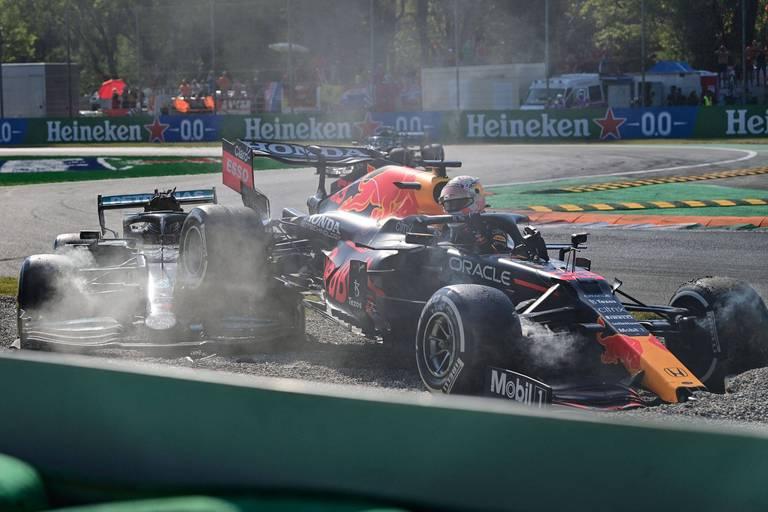 """Verstappen contre-attaque: """"Hamilton n'avait pas à me serrer autant"""""""