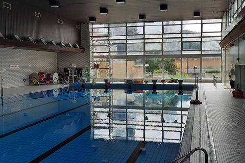 """La piscine Yernaux fermée, les clubs et la cafet' sont remontés: """"c'est la goutte qui fait déborder le vase, il y a un manque de respect de la Ville de Charleroi"""""""