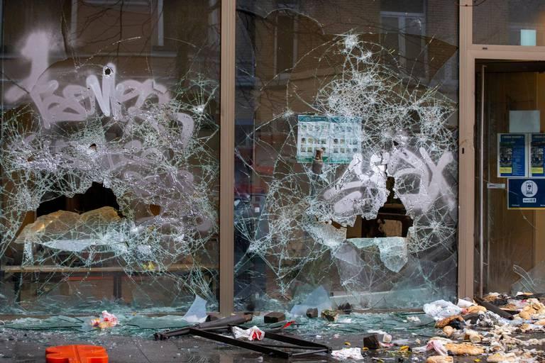 Décès d'un jeune Bruxellois dans le cadre d'une interpellation: 18 suspects ont été interpellés après les émeutes du 13 janvier à Schaerbeek