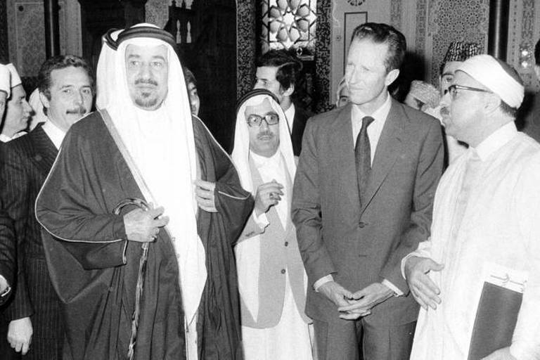 19780509 - The picture is about King Khalid of Saudi Arabia state visit to Belgium. On the picture : King Khalid opening an Islamic center at Brussels. King Baudouin is next to King Khalid. BELGA PHOTO ARCHIVES