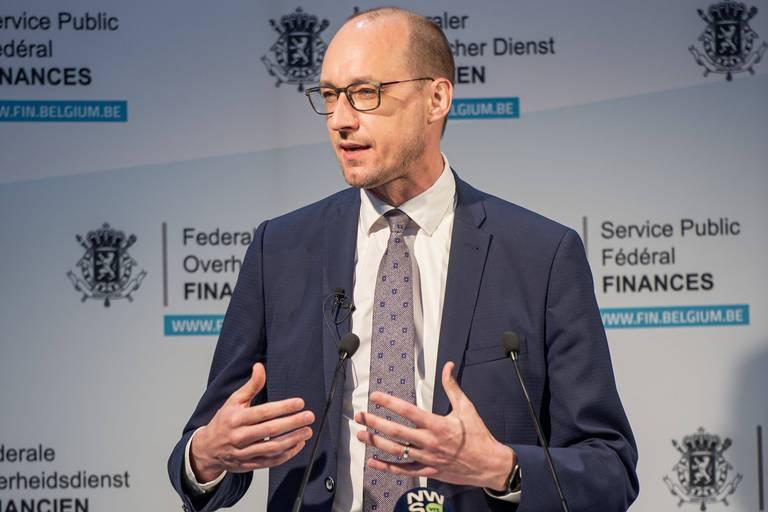 Le ministre des Finances, Van Peteghem (CD&V), doit publier les informations disponibles, selon la FEB.