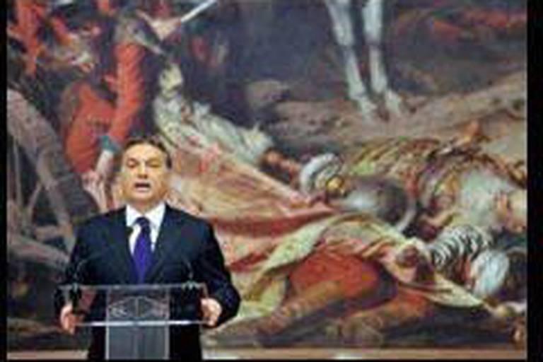 """Hongrie: l'UE hésite fortement à utiliser la """"bombe nucléaire"""""""