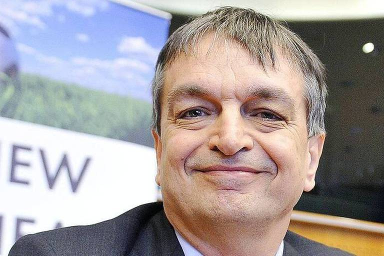 (150121) -- BRUSSELS, Jan. 21, 2015 -- FIFA presidential candidate, French Jerome Champagne, attends the New FIFA Now meeting at the EU Parliament in Brussels, Belgium, Jan. 21, 2015. The summmit organised by the initiative New FIFA Now is set to discuss on FIFA s future. Ye Pingfan) BELGIUM-BRUSSELS-EU-FIFA-CANDIDATE-JEROME CHAMPAGNE ??? PUBLICATIONxNOTxINxCHN Brussels Jan 21 2015 FIFA Presidential candidate French Jerome Champagne Attends The New FIFA Now Meeting AT The EU Parliament in Brussels Belgium Jan 21 2015 The organized by The Initiative New FIFA Now is Set to discuss ON FIFA s Future Ye Belgium Brussels EU FIFA candidate Jerome Champagne PUBLICATIONxNOTxINxCHN Reporters / Imago Sport