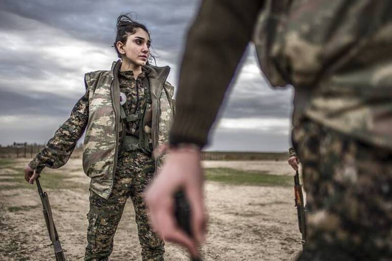 En Syrie, des mères de famille chrétiennes prennent les armes contre Daech