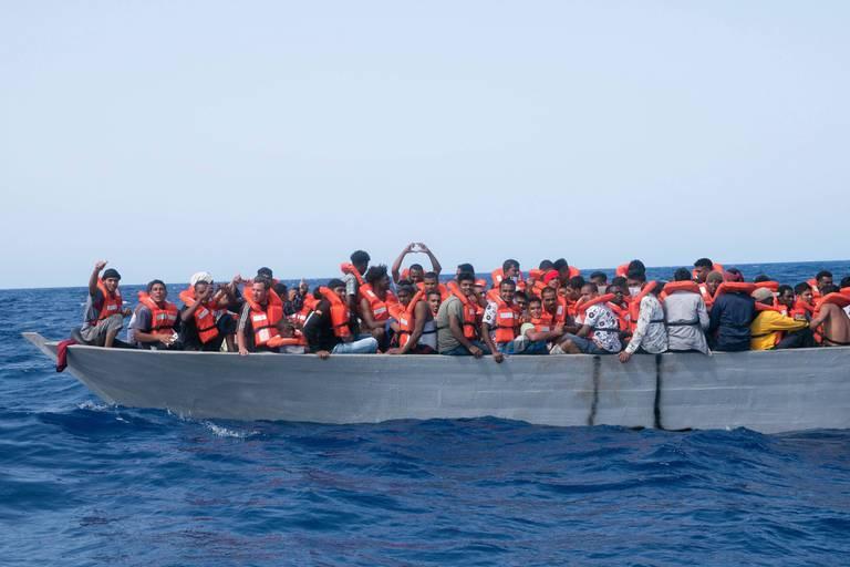 """""""Rien ne va"""", """"Nous attendons un signal clair"""": la question migratoire perturbe l'été politique en Italie"""