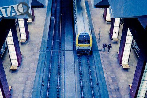 Quand la ponctualité reste à quai: découvrez notre enquête sur le rail belge et ses déboires