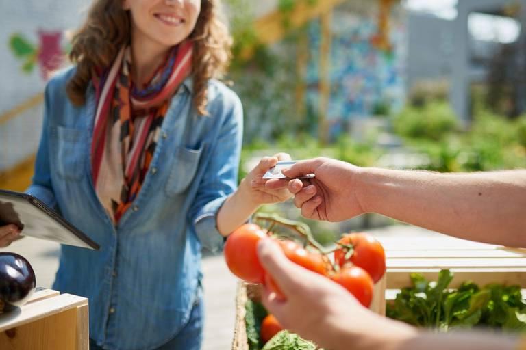 Commerces locaux, personnes fragilisées, alimentation: des étudiants de l'Ichec imaginent le monde de demain