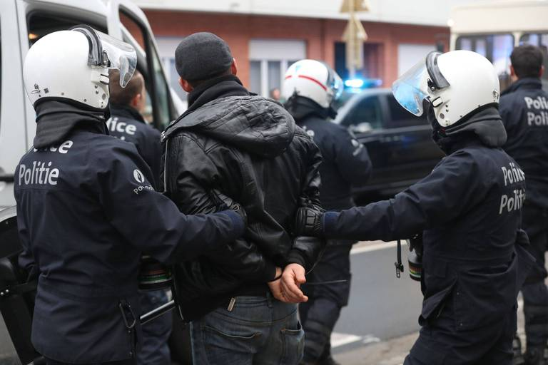 Tribunal correctionnel de Bruxelles : Des policiers risquent de 10 à 18 mois de prison pour une arrestation présumée violente