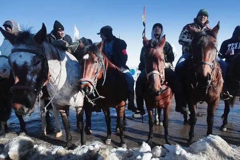 Victoire pour des milliers de sioux: des passages alternatifs explorés pour un oléoduc controversé