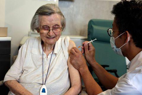 Une autre maladie inquiète les hôpitaux: vers une 3e dose de vaccin anti-Covid en même temps que celui contre la grippe
