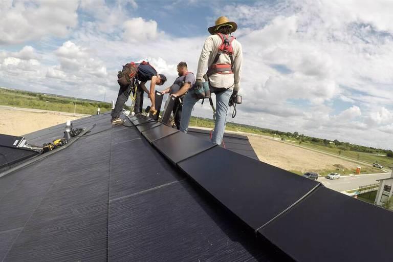 """La construction d'un quartier 100 % solaire, précurseur d'une """"communauté résidentielle la plus durable possible"""", a démarré en juin."""