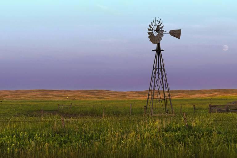 Nebraska,Windmill,In,The,Sandhills,Preserve,At,Sunset