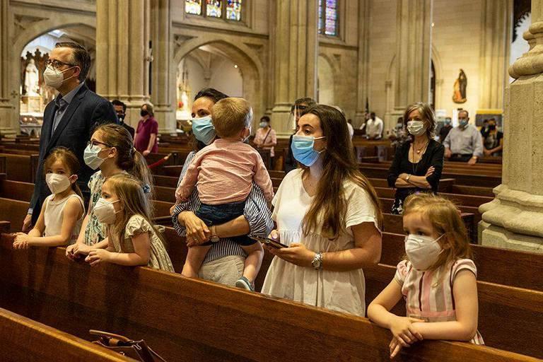 """La tribune de près de 10 000 croyants au gouvernement : """"Laissez les citoyens célébrer, prier et se rassembler dans leurs églises"""""""