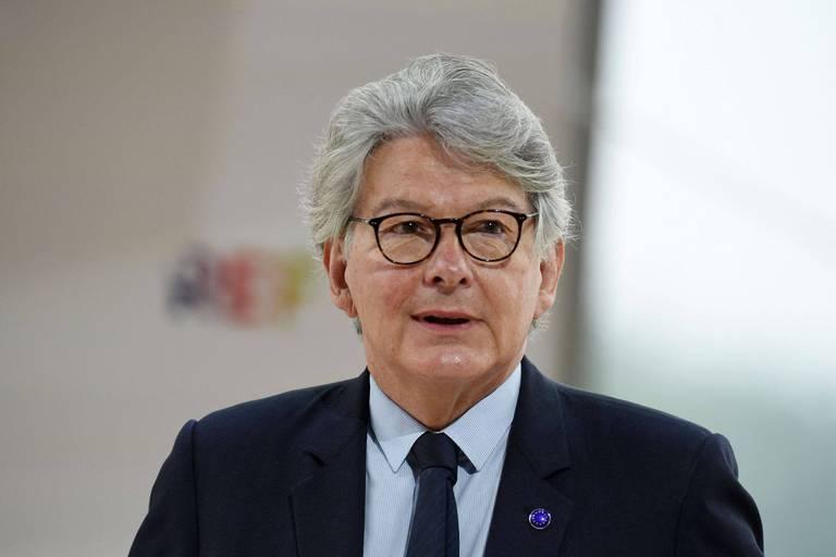 Un responsable européen défend la 3e dose de vaccin après les critiques de l'OMS
