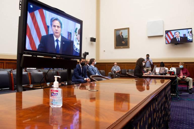 """Accusé de """"trahison"""", Blinken défend le retrait d'Afghanistan devant le Congrès"""